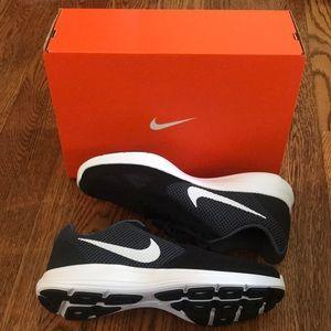 NWOT Nike Revolution 3